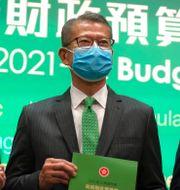 Hongkongs finansminister Paul Chan presenterade den nya budgeten  Kin Cheung / TT NYHETSBYRÅN