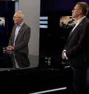 Jan Albert och Fredrik Elgh intervjuas i Agenda.  SVT/Skärmdump