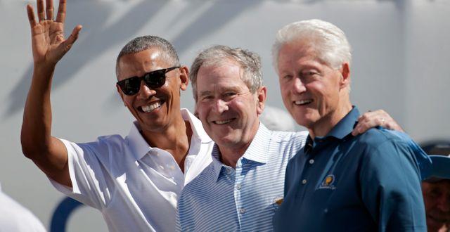 Barack Obama, George W Bush och Bill Clinton 2017. Julio Cortez / TT NYHETSBYRÅN