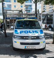 En polisbil parkerad i Stockholmsförorten Husby. Anders Ahlgren/SvD/TT / TT NYHETSBYRÅN