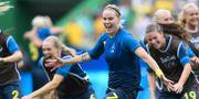 Lisa Dahlkvist firar segermålet på Maracanã. MARTIN BERNETTI / AFP