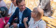 Ulf Kristersson och hans mamma Karin.  Moderaterna