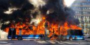 Bussen fattade eld efter explosionen.  Christofer Dracke.