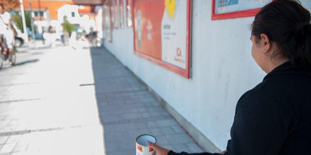 Iasmina Lacatus Olimpia är 19 år och sitter utanför ICA i Skanör och tigger. Björn Lindgren /TT / TT NYHETSBYRÅN