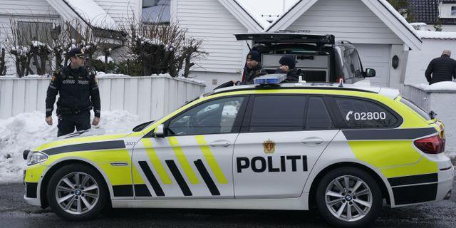 Polisen utanför justitieminister Tor Mikkel Waras bostad i Oslo. Junge, Heiko / TT NYHETSBYRÅN