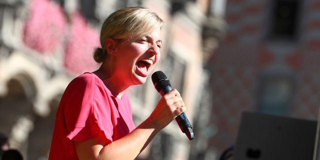 Katharina Schulze håller tal i Mynchen.  MICHAEL DALDER / TT NYHETSBYRÅN