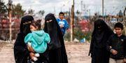 Fruar och barn till utländska IS-anhängare i Syrien. DELIL SOULEIMAN / AFP