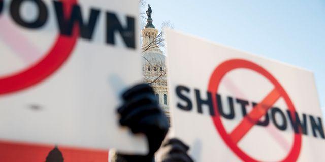 Protester mot nedstängningen av staten i USA. Andrew Harnik / TT NYHETSBYRÅN/ NTB Scanpix