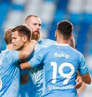 MFF-spelare jublar efter mål mot ungerska Honvéd i går. LASZLO BALOGH / BILDBYRÅN