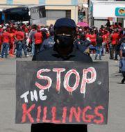 En demonstrant i Sydafrika den 16 oktober ifjol. Themba Hadebe / TT NYHETSBYRÅN