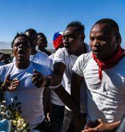 Demonstranter protesterar mot Haitis regering idag. CHANDAN KHANNA / AFP