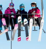 Skidåkare i en sittlift i Alperna/Arkivbild Jean-Christophe Bott / TT NYHETSBYRÅN