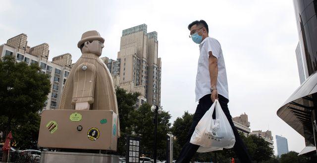Man med munskydd i Peking. Ng Han Guan / TT NYHETSBYRÅN