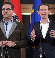 FPÖ:s ledare Heinz-Christian Strache tillsammans med ÖVP:s Sebastian Kurz. ROLAND SCHLAGER / APA
