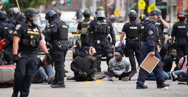 Protester på gatorna i Louisville efter beskedet. John Minchillo / TT NYHETSBYRÅN
