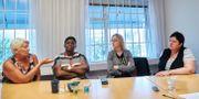 Fackrepresentanterna Suzanne Öhgren, Dorcas Dadzie, Olga Krivtsova och Ewa Glimhed från Kommunal uttalar sig om undersökningen där socialdemokraterna tappar i valundersökningen.  Andreas Hillergren / TT NYHETSBYRÅN