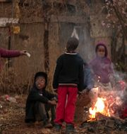 Barn i Sydafrika, där många protesterat mot nedstängningarna. Themba Hadebe / TT NYHETSBYRÅN