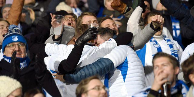 Finska supportrar jublar. LEHTIKUVA / TT NYHETSBYRÅN
