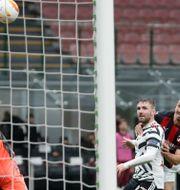 Manchester Uniteds målvakt Dean Henderson räddar en nick från Zlatan Ibrahimovic Antonio Calanni / TT NYHETSBYRÅN