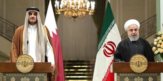 Rouhani till höger, här tillsammans med Tamim bin Hamad Al Thani från Qatar. TT NYHETSBYRÅN