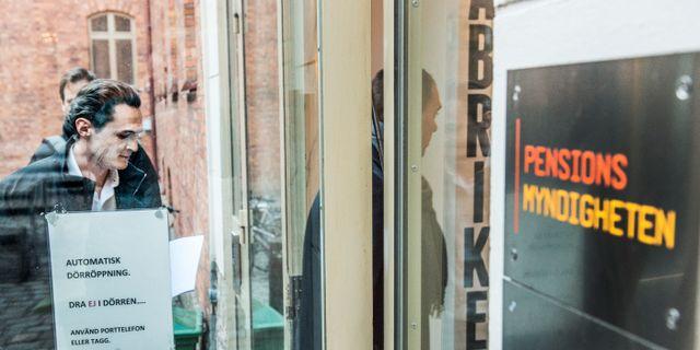 Alexander Ernstberger, vd Allra, på väg till Pensionsmyndigheten efter beslut om köpstopp 2017.  Lars Pehrson/SvD/TT / TT NYHETSBYRÅN