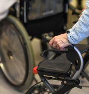 Personer med rollatorer på äldreboende.  Pontus Lundahl/TT / TT NYHETSBYRÅN