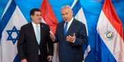 Benjamin Netanyahu och Paraguays tidigare president Horacio Cartes.  Sebastian Scheiner / TT / NTB Scanpix