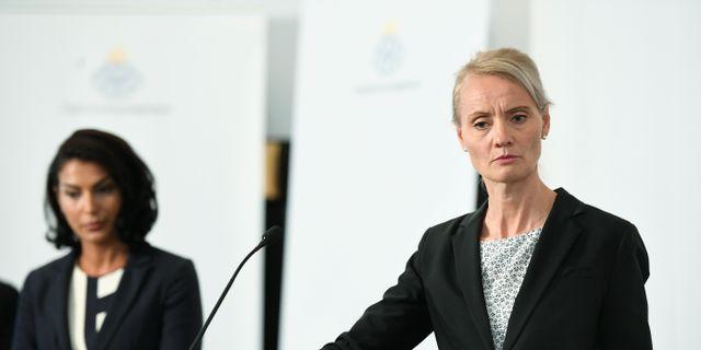 Taha Alexandersson, Socialstyrelsen, Karin Tegmark Wisell, avdelningschef, Folkhälsomyndigheten. Ali Lorestani/TT / TT NYHETSBYRÅN