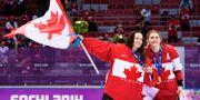 Kanadas målvakt Shannon Szabados och Hayley Wickenheiser i februari 2014. JOEL MARKLUND / BILDBYRÅN