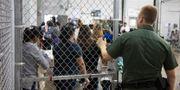 Bilden har delats ut av USA:s tull- och gränspolis. Fotografer har inte fått ta bilder inifrån centret. RGV-FCB / TT NYHETSBYRÅN
