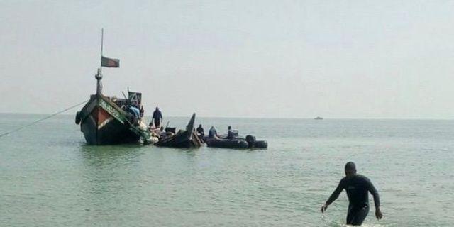 Båten drogs iland av flottan. Bangladeshs flotta