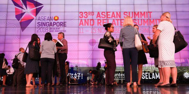 Delegater vid mässcentret i Singapore där mötet hålls. ATHIT PERAWONGMETHA / TT NYHETSBYRÅN