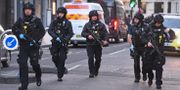 Polis vid brottsplatsen där en 28-åring utförde ett knivdåd.  Kirsty O'Connor / TT NYHETSBYRÅN