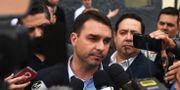 Flavio Bolsonaro möter pressen. FABIO TEIXEIRA / AFP