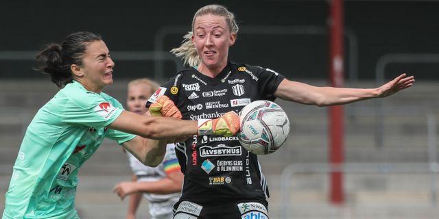 Malmös målvakt Zecira Musovic mot Piteås Cajsa Hedlund. Andreas Hillergren/TT / TT NYHETSBYRÅN