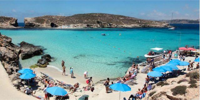 På Comino är vattnet lika blått som i Karibien. Anna Flemmert