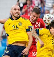 Marcus Danielson i matchen mot Polen.  DMITRI LOVETSKY / BILDBYRÅN