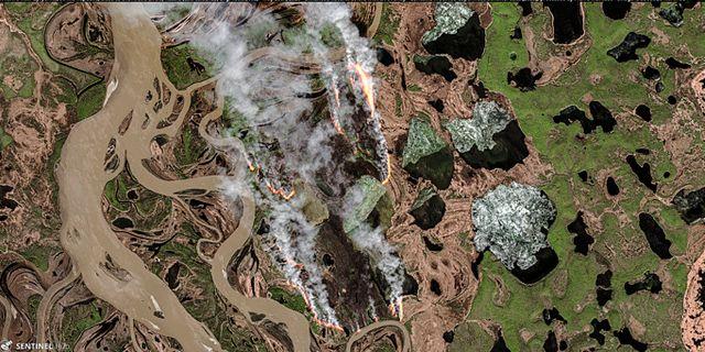 Skogsbränder i ryska Zyryanka Copernicus Sentinel / TT NYHETSBYRÅN