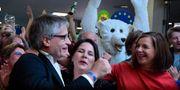 De gröna firar resultatet i vallokalsundersökningen. TOBIAS SCHWARZ / AFP