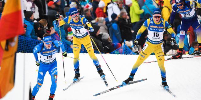 Sveriges Jesper Nelin Sebastian Samuelsson i dagens masstart. Fredrik Sandberg/TT / TT NYHETSBYRÅN