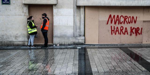Macrons popularitet dalar i flera franska opinionsmätningar  ABDUL ABEISSA / AFP