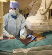 En operation av ett pulsåderbråck på Akademiska sjukhuset i Uppsala/arkivbild.  Christine Olsson/TT / TT NYHETSBYRÅN