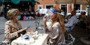 Kvinnor på uteservering i Rom.  Cecilia Fabiano / TT NYHETSBYRÅN