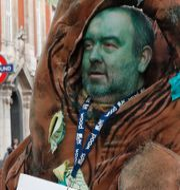 Klimataktivist vid British Museum. Alastair Grant / TT NYHETSBYRÅN