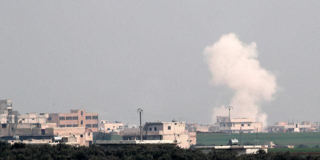 Rök stiger från staden Saraqeb i idlibprovinsen efter en flygattack. UMIT BEKTAS / TT NYHETSBYRÅN