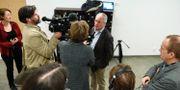 Mannens advokat, Lars Edman, talar med reportrar i samband med rättegången tidigare i vår. Björn Lindgren/TT / TT NYHETSBYRÅN