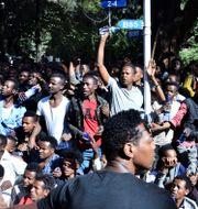 Människor protesterar i Etiopien. STRINGER / AFP