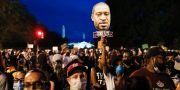 Demonstrationståg i USA:s huvudstad Washington igår kväll. Jacquelyn Martin / TT NYHETSBYRÅN