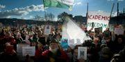 Protester mot förslaget tidigare i år. Szilard Koszticsak / TT NYHETSBYRÅN/ NTB Scanpix