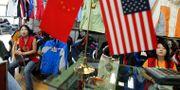 Arkivbild: Kinesiska försäljare i Peking. NG HAN GUAN / TT NYHETSBYRÅN/ NTB Scanpix